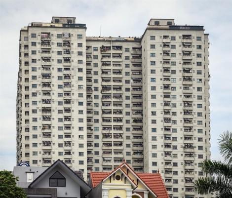 Cư dân ở chung cư của ông Lê Thanh Thản khốn đốn vì bị thu hồi giấy chủ quyền