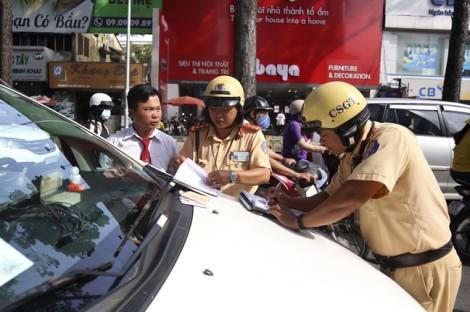 CSGT ra quân xử lý vi phạm tại trung tâm thành phố
