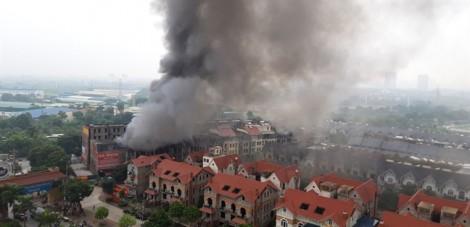 Hỏa hoạn khiến nhiều biệt thự triệu đô khu Thiên đường Bảo Sơn cháy rụi