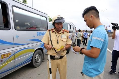 Lão nông miền Tây bị CSGT 'tuýt còi' vì... không rành đường Sài Gòn