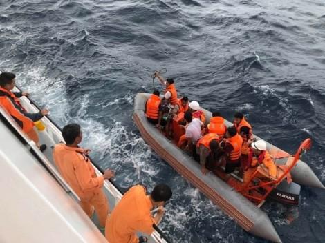 Vụ chìm tàu làm 10 ngư dân chết và mất tích: Thi thể ngư dân trôi dạt, mắc vào lưới đánh cá