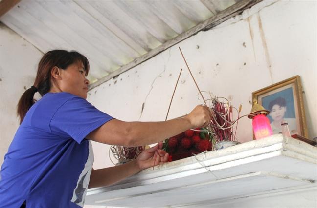 Nuoc mat roi trong tieng cuoi ngay tro ve cua nguoi phu nu sau 24 nam bi ban sang Trung Quoc