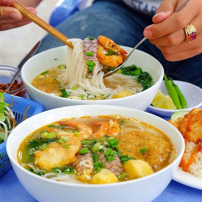 Chi 500 ngan dong no cang bung trong suot hanh trinh Da Nang - Hoi An (P.1)