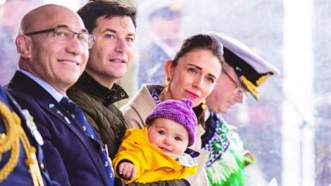 Thủ tướng New Zealand: 'Nhiều lúc tôi thấy có lỗi với con mình'