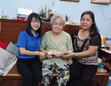Giúp hai phụ nữ người Hoa khó khăn