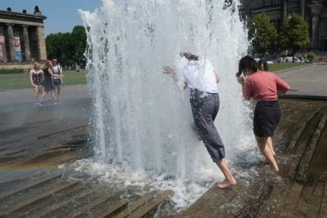 Nhiều nơi tiếp tục hứng chịu nắng nóng