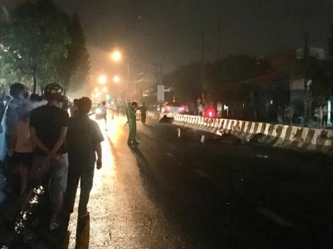 Đi bộ qua đường khuya trong mưa, bị xe máy tông chết