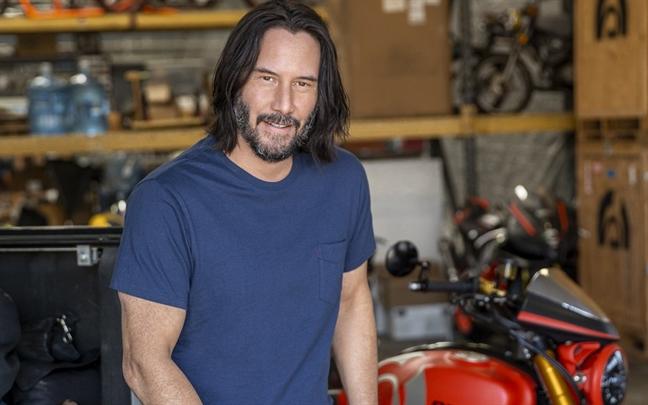 Keanu Reeves buoc vao san nha nguoi la, lai 'don tim' cong chung