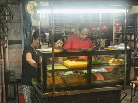 Bí ẩn tạo nên sức hấp dẫn của xe xôi ngọt 'huyền thoại' ở đường Trần Phú