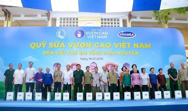 Quy sua Vuon cao Viet Nam va Vinamilk chung tay vi tre em Thai Nguyen