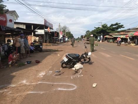 2 xe máy tông nhau trực diện, 3 người thương vong