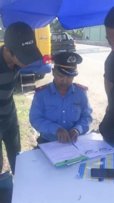 Cảnh sát giao thông niêm phong ô tô vì tài xế không hợp tác