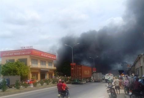 Ngọn lửa cháy lan từ nhà con trai kinh doanh hàng mã sang nhà cha