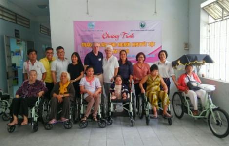 Tặng 'chân' cho người khuyết tật