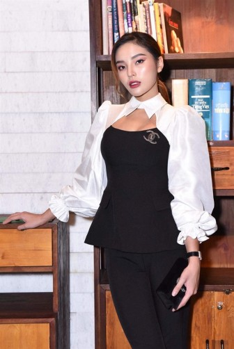 Diệp Lâm Anh bầu bí vẫn dự cưới Đàm Thu Trang