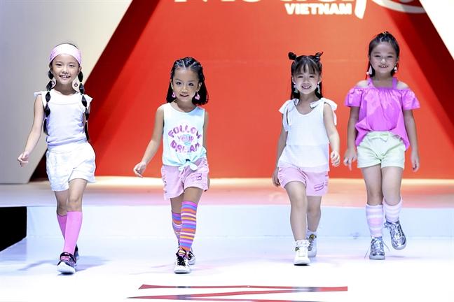 Model Kid Vietnam: Hai cong ty  deu nam ban quyen