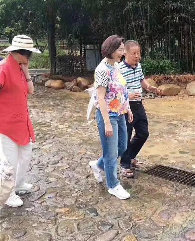 Khan gia bat ngo khi thay Lam Thanh Ha tren duong pho