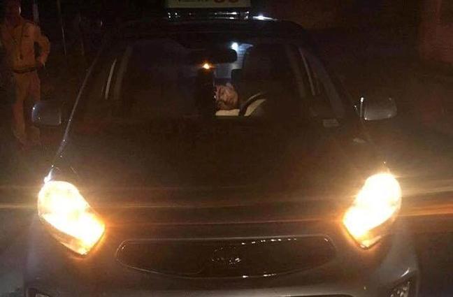 Tai xe taxi bat ngo tu vong khi dang cho khach nuoc ngoai ra san bay