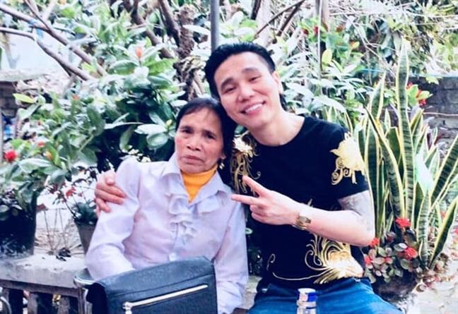 Giot nuoc mat nao de Chau Viet Cuong khoc me