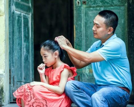 Cha và con gái - một tình yêu ngọt ngào găm chặt trong tim