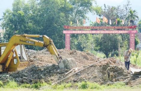 Huyện nghèo nhất nước chi tiền tỷ xây cổng chào