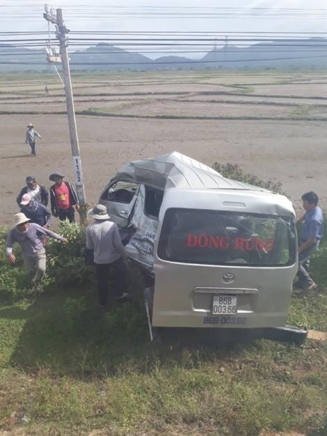 Tàu lửa tông ô tô 16 chỗ, bé gái 10 tuổi tử vong tại chỗ