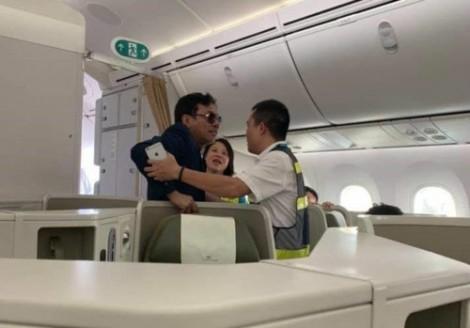 Khách thương gia 'sàm sỡ' cô gái trên máy bay bị phạt kịch khung