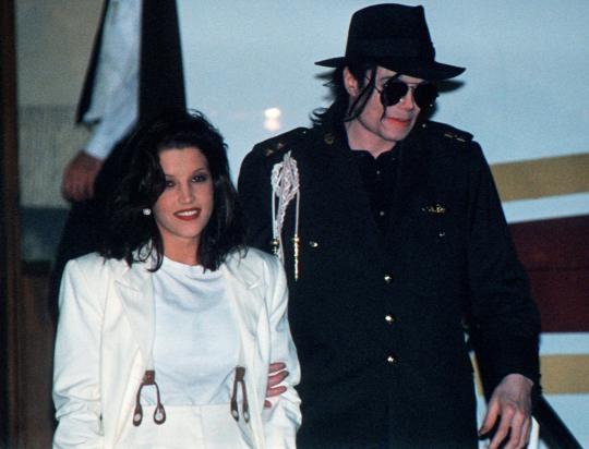 Vo cu Michael Jackson viet sach tiet lo bi mat gay soc ve hon nhan cua ho