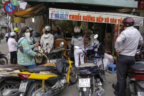 Bí ẩn quán chuối nếp nướng bán từ sáng đến tối, thu nhập 15 triệu đồng/ngày ở Sài Gòn