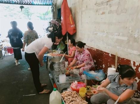 Khám phá hẻm ẩm thực giá rẻ ngay tại trung tâm quận 1