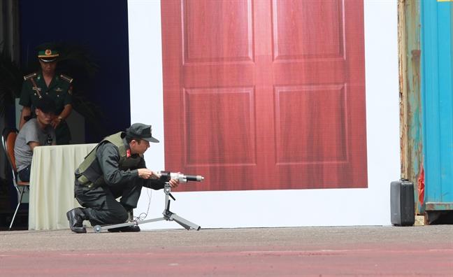 Cho nghiep vu, ro bot ram rap dien tap chong khung bo