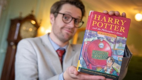 Ấn bản đầu tiên của Harry Potter được bán với giá 34.500 USD
