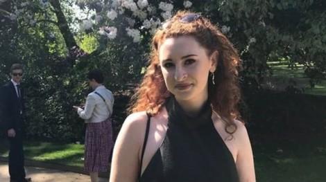 Nữ sinh viên Cambridge tử nạn vì 'mở cửa máy bay đang bay'