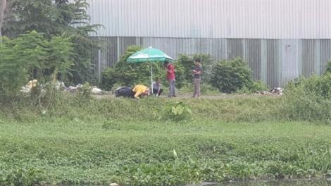 Phát hiện thanh niên gục chết trên xe máy ở bờ sông Sài Gòn