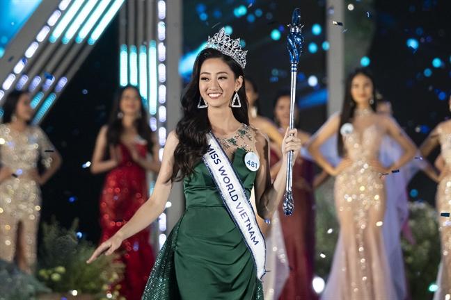 Chiec ao dai 'diem bao' dua Luong Thuy Linh tro thanh 'Hoa hau The gioi Viet Nam 2019'
