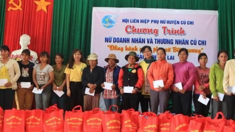 Tặng quà và 20 cặp dê giống cho phụ nữ dân tộc vùng biên