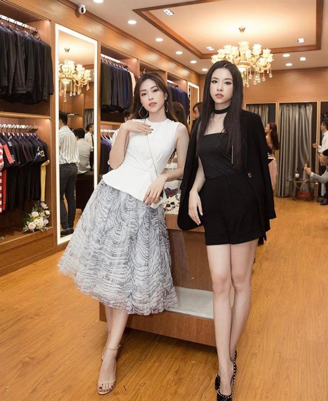 Lan Ngoc dien suit xuyen thau, Lan Khue bau 6 thang van deo that lung khoe eo