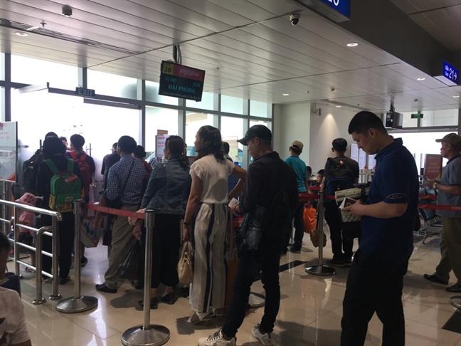 Vietnam Airlines, Jestar Pacific delay hang loat chuyen bay vi thoi tiet va bieu tinh tai Hong Kong