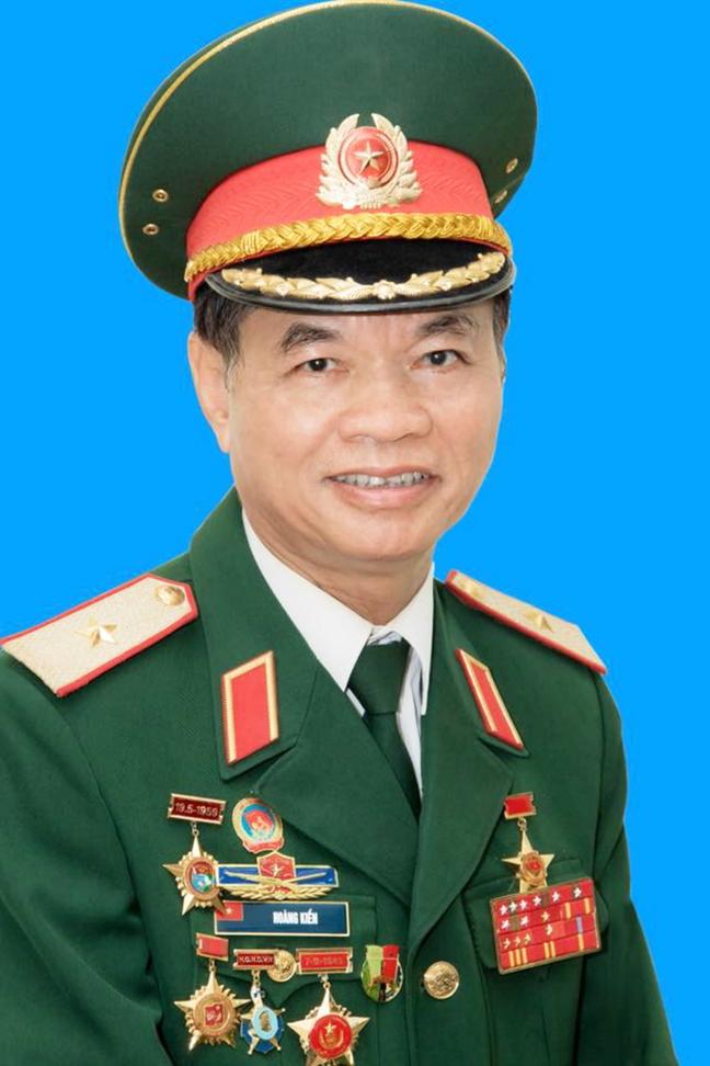 Thieu tuong Hoang Kien: 'Tap tran tren Bien Dong, Trung Quoc dang thach thuc toan the gioi''