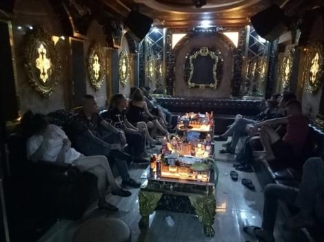 Hàng chục dân chơi nghi 'phê' ma túy bên trong nhà hàng ở Sài Gòn