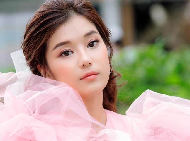 Hoang Yen Chibi lien tuc bien hoa hinh anh, dau moi la phong cach phu hop?