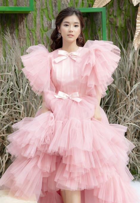 Hoàng Yến Chibi liên tục biến hoá hình ảnh, đâu mới là phong cách phù hợp?
