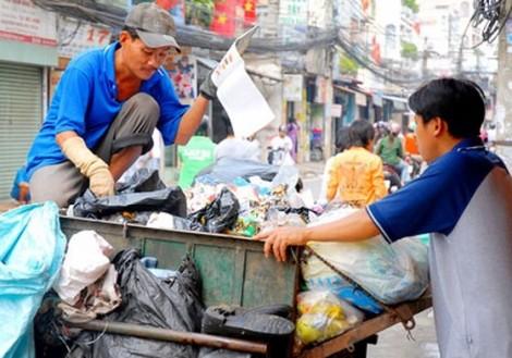 Phân loại rác tại nguồn: Dân làm nhưng người gom rác vẫn thờ ơ