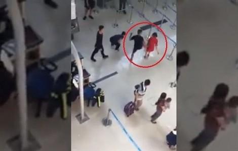 2 nhóm khách ẩu đả ở sân bay Tân Sơn Nhất, có người dương tính ma túy