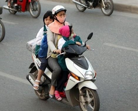 Xe ôm, giúp việc, hàng xóm... đưa trẻ đi học có trách nhiệm pháp lý gì nếu trẻ chẳng may bị tai nạn?