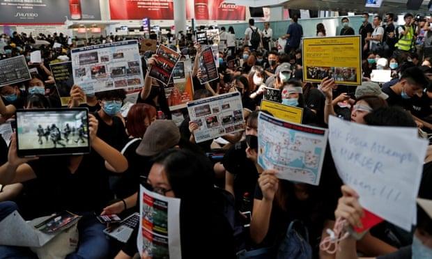 Hong Kong huy het cac chuyen bay vi bieu tinh