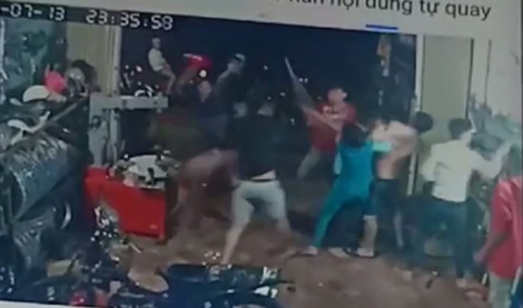 Nhóm thanh niên nửa đêm xông vào nhà dân đánh người trọng thương