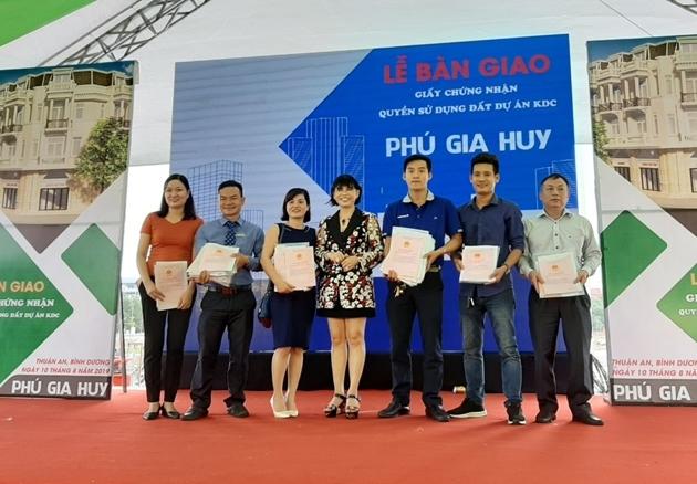 Du an Phu Gia Huy chinh thuc ban giao so do cho khach hang