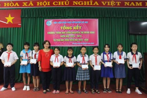 Trao 53 suất học bổng cho trẻ em ngoại thành