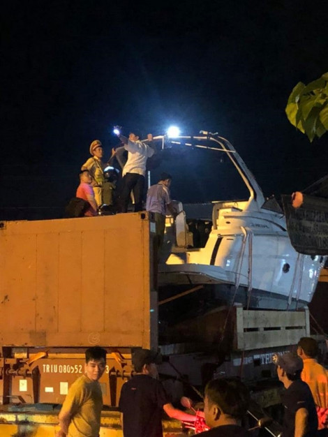 Kiểm tra container vướng gầm cầu trên cao tốc Long Thành, phụ xe tử vong